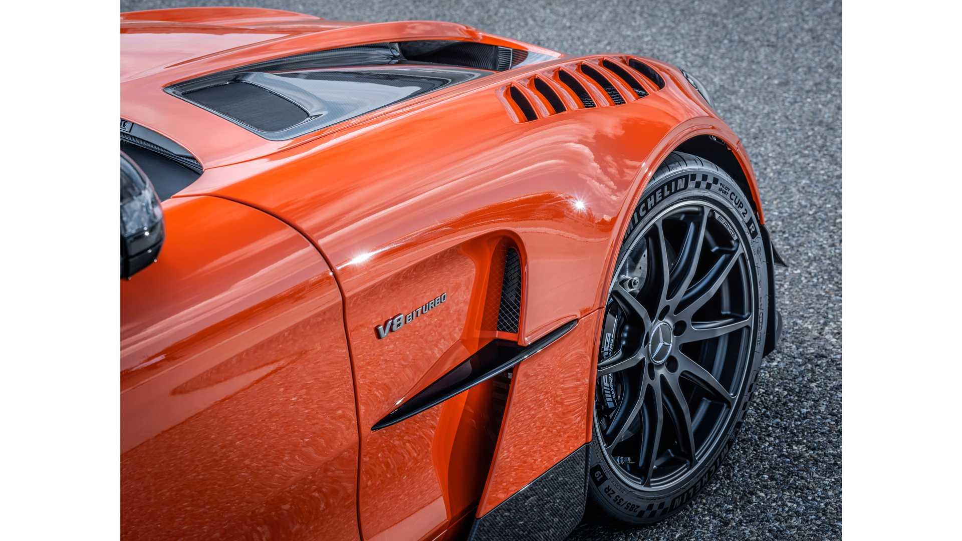 Pohľad na pravé koleso Mercedes-AMG GT Black Series