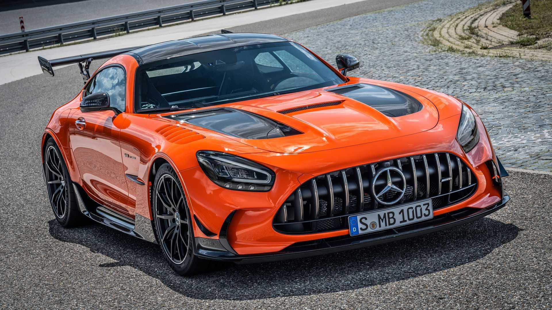 Mercedes-AMG GT Black Series odfotený z pravého boku
