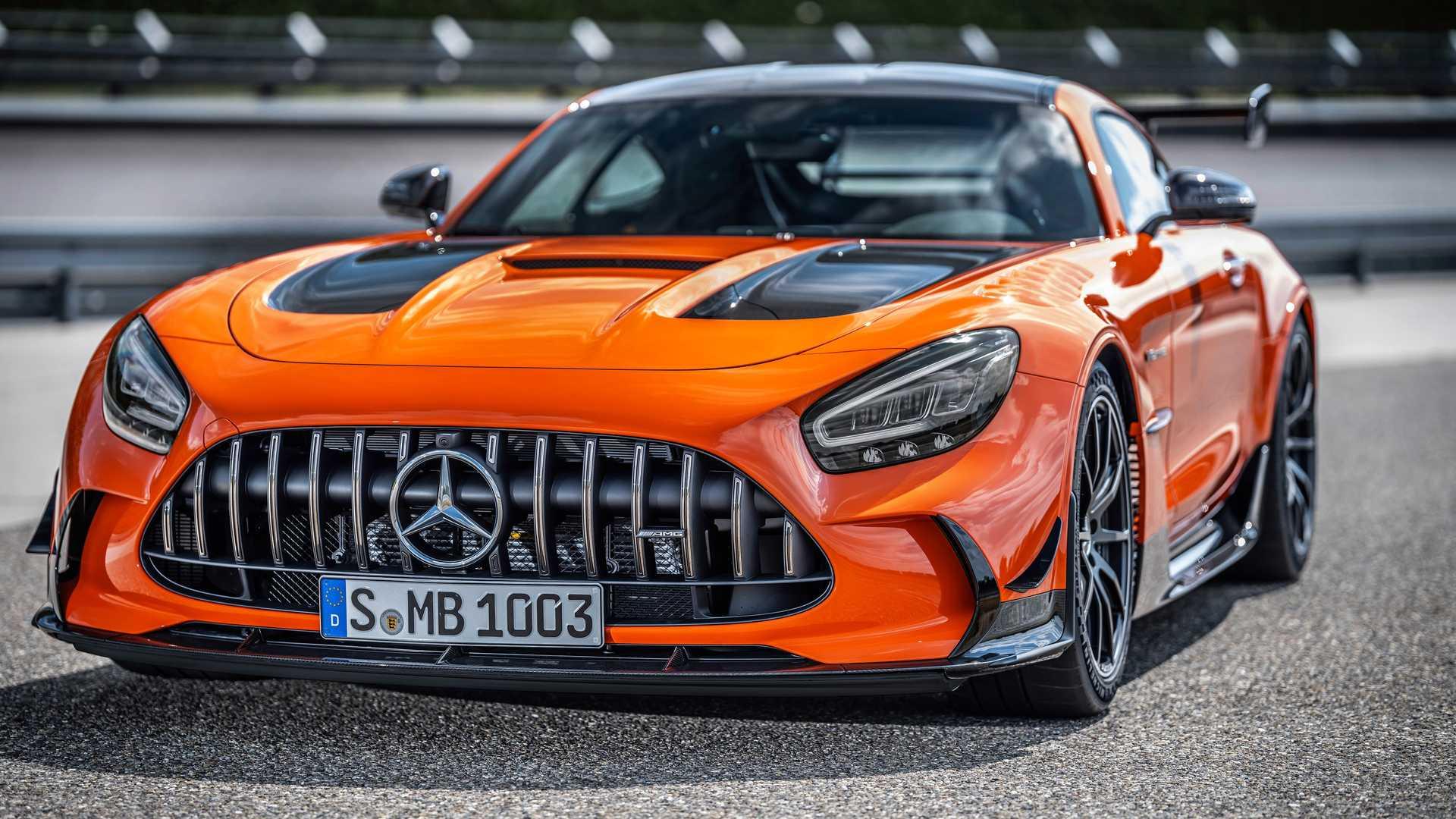 Mercedes-AMG GT Black Series odfotený z pravej strany