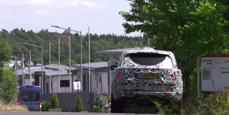 land rover range rover 2022 odfoteny na ceste zo zadu